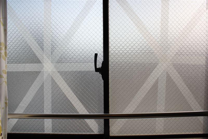 養生 貼り 方 ガラス 窓 の テープ